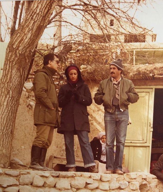 پشت صحنهی فیلم هیولای درون، 1363. فرح اصولی به همراه مرحوم خسرو سینایی و اسماعیل امامی