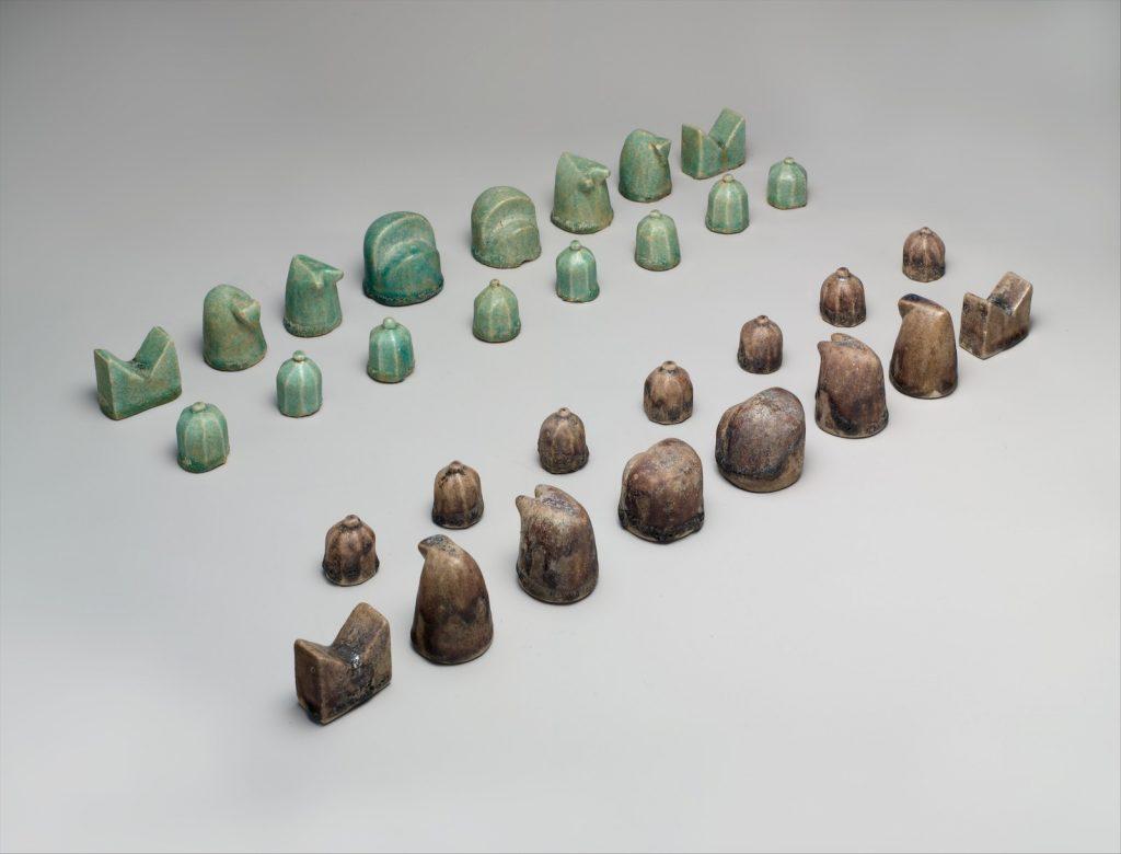 met-museum-chess-set-1024x780