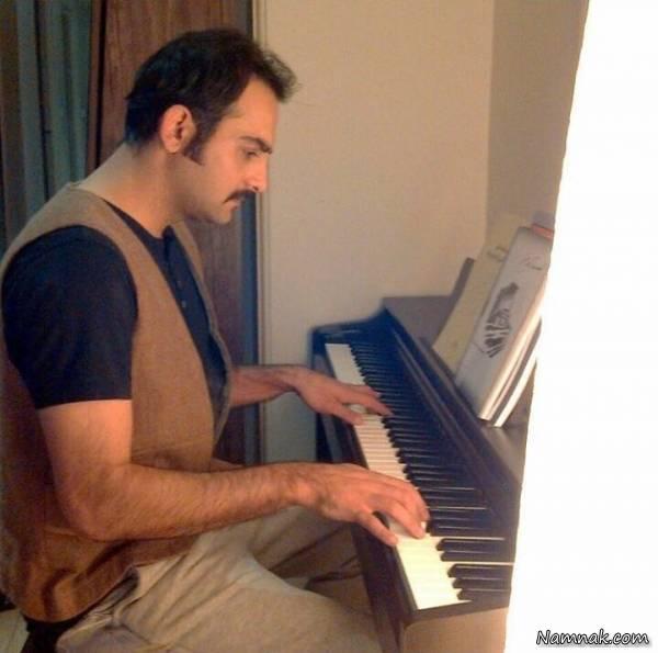 پیانو-زدن-حامد-کمیلی
