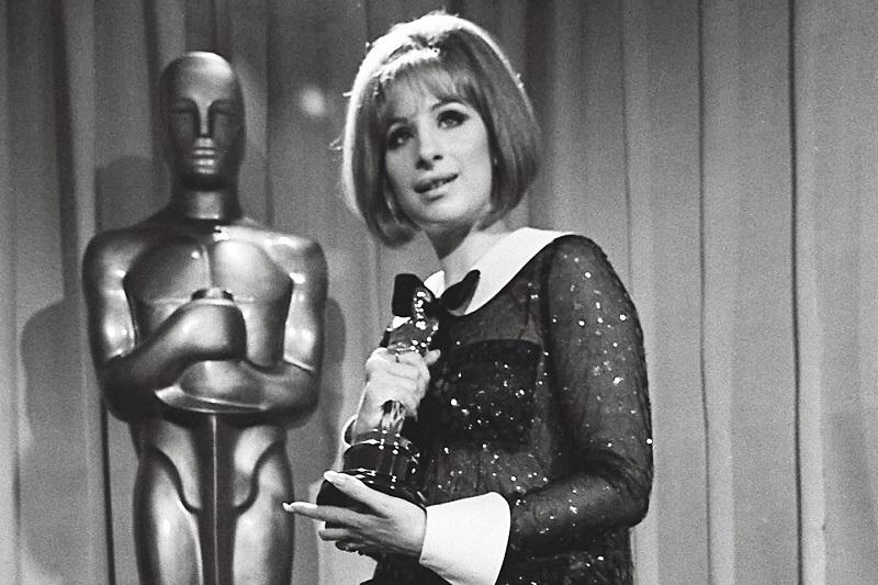 t-Barbra-Streisand-oscars-pantsuit