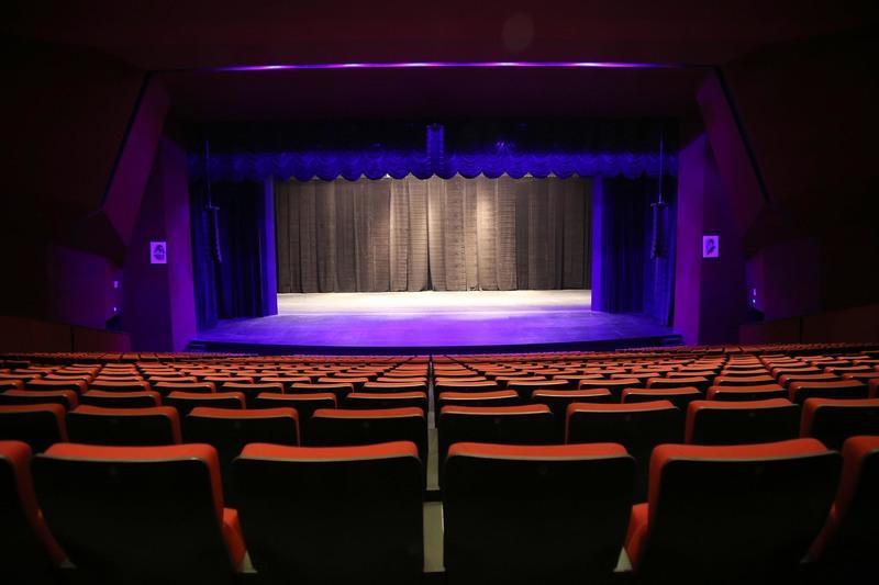 نمایش، بر صحنه پاییزی