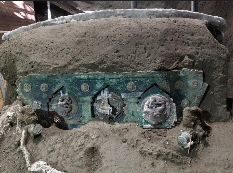 کشف یک درشکه تشریفاتی در حومه شهر باستانی پمپئی