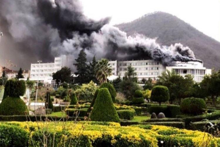 سالن آمفی تئاتر و سینمای هتل رامسر در آتش سوخت