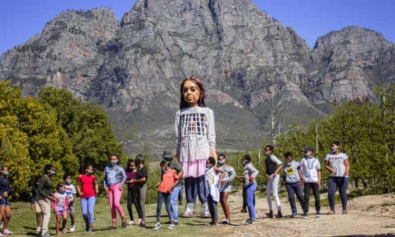 عروسک ۳/۵ متری کودک سوری بلندپروازانهترین پروژه هنر عمومی