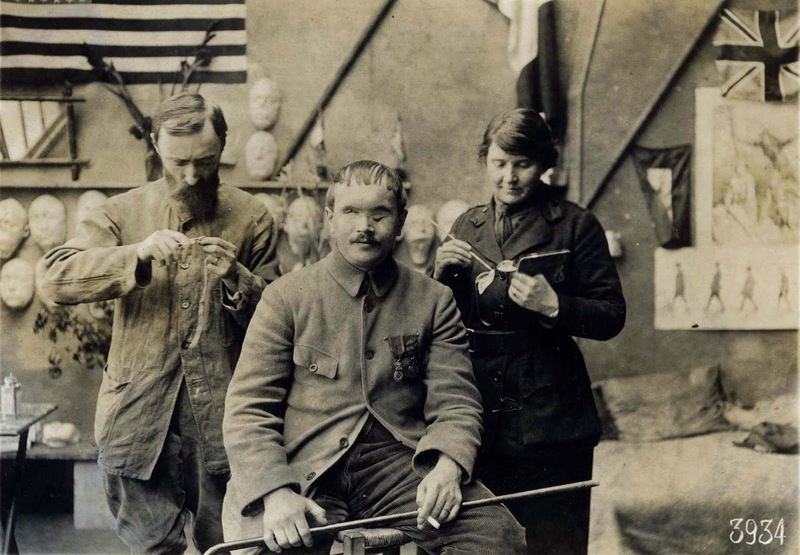 داستان مجسمهسازی که صورت از دست رفته سربازان جنگ را با ماسکهایش به انها بازگرداند