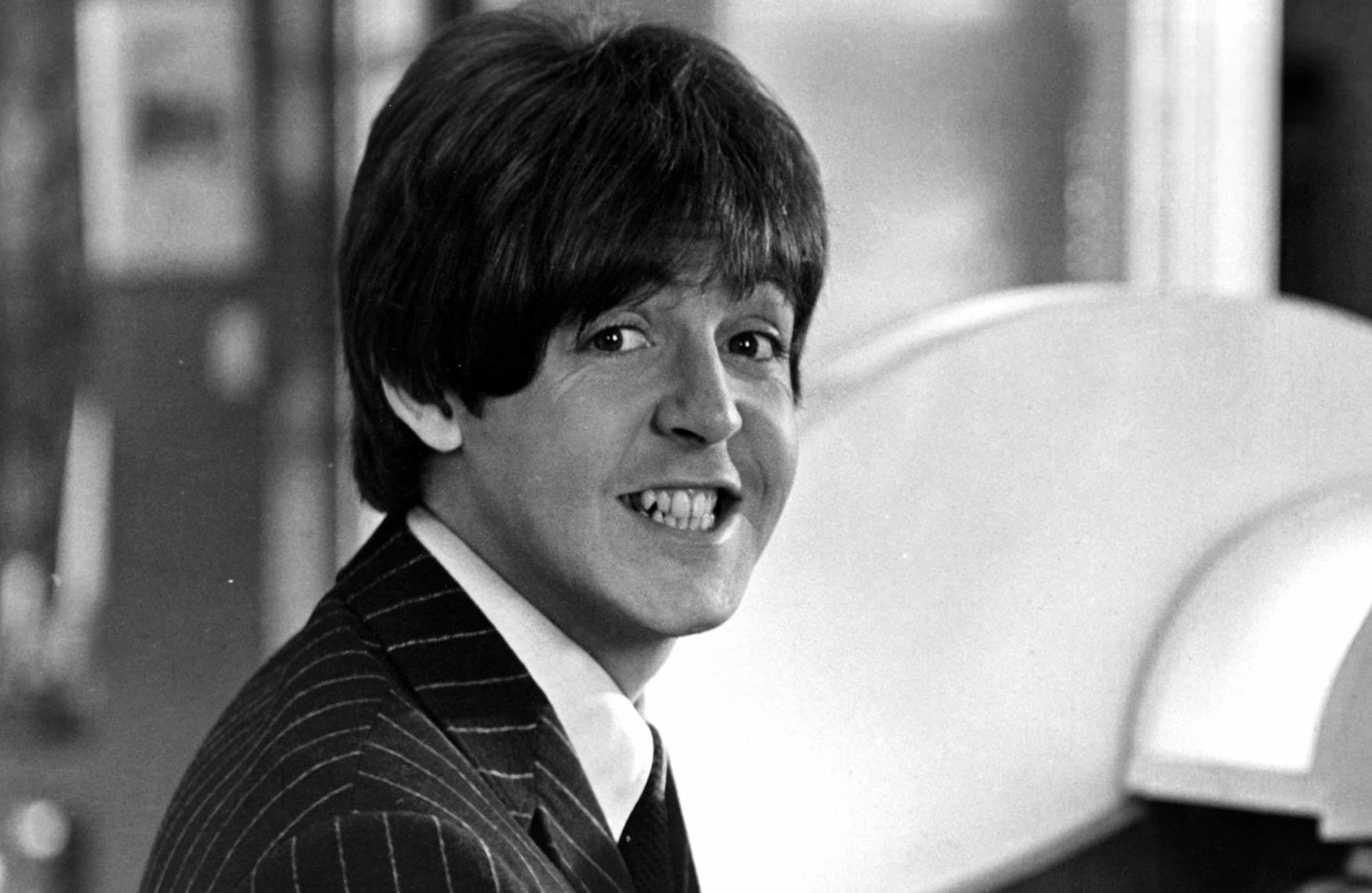 زندگی نامه «پل مککارتنی» خواننده سابق گروه مشهور «بیتلز» منتشر میشود